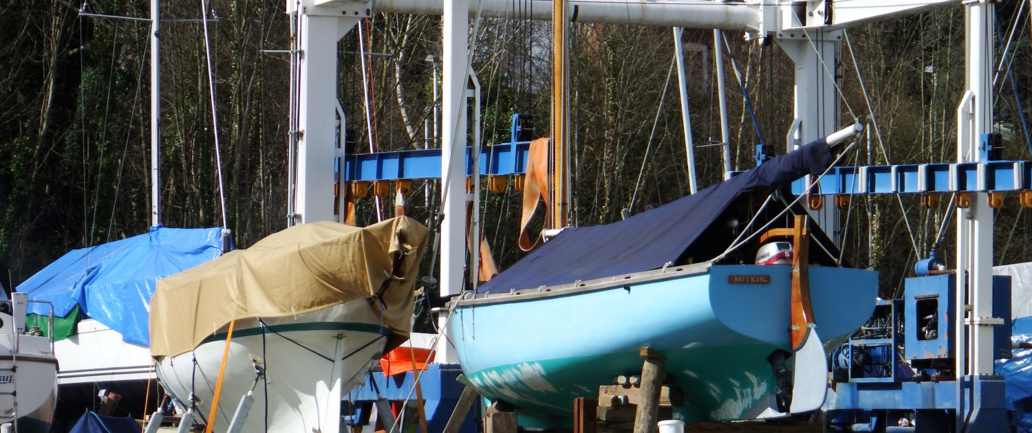 Boatyard cradle and hoist for haul out and relaunch