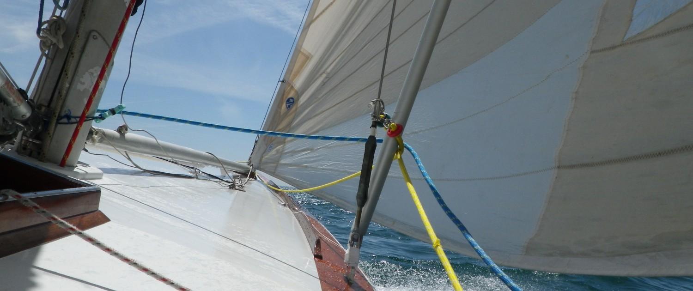 6M sailing yacht in regatta